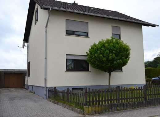 So lässt es sich leben: Freistehendes Einfamilienhaus mit Einliegerwohnung zu verkaufen!