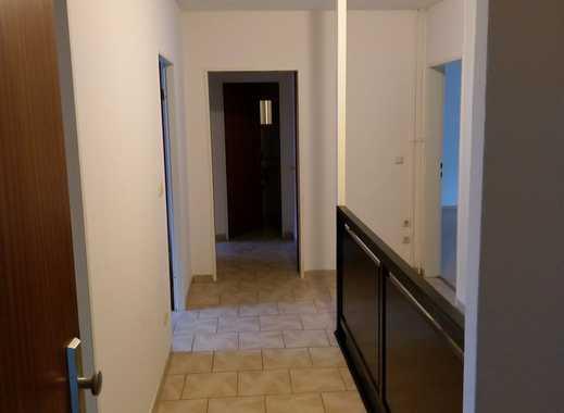 große 5,5-Zimmer-Maisonette-Wohnung mit Gäste-WC und Balkon in Quickborn