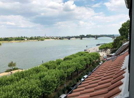 Direkt am Wasser: Helle Neustadt-Wohnung mit tollem Rheinblick