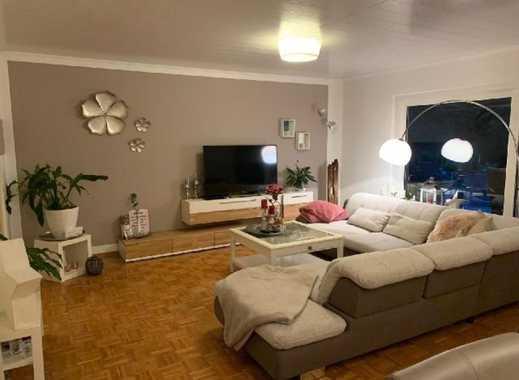 Ruhige große helle 4 Zimmer-Wohnung mit 30qm Dachterrasse, Stellplatz und Garten!