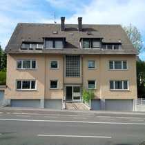 Modernisierte 3 5-Zimmer-Dachgeschosswohnung mit Balkon
