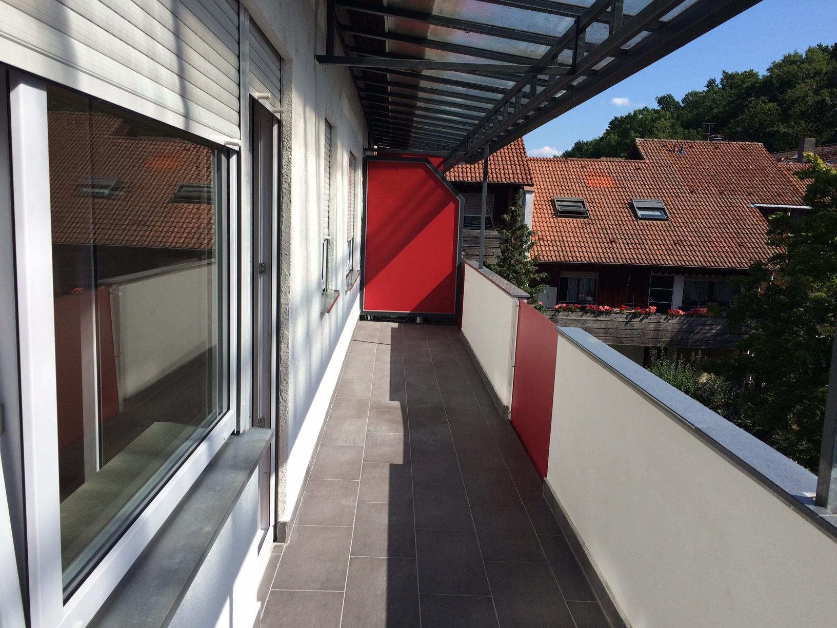 Erstbezug nach Sanierung: aufwendig sanierte 2-Zimmer-Wohnung mit EBK und Balkon in Aschaffenburg in Damm (Aschaffenburg)