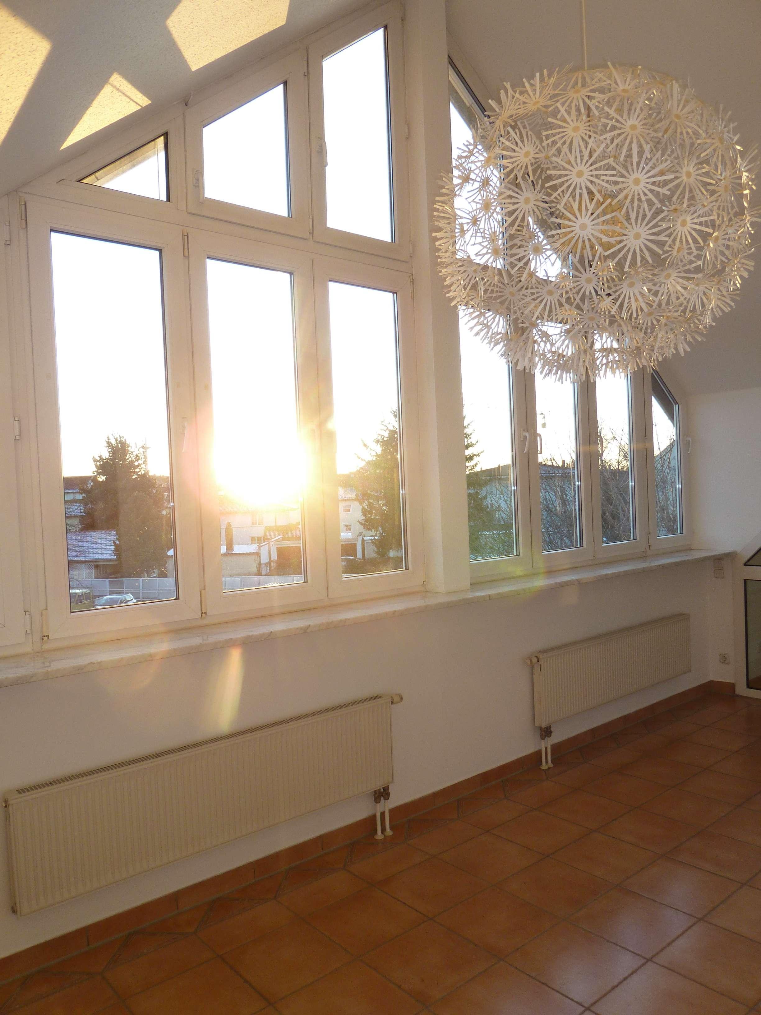 TRAUMhafte Maisonette-Wohnung - WOHNEN auf ZWEI Ebenen!Total ZENTRAL! Eigener ZUGANG zum Dachstudio! in Buchloe