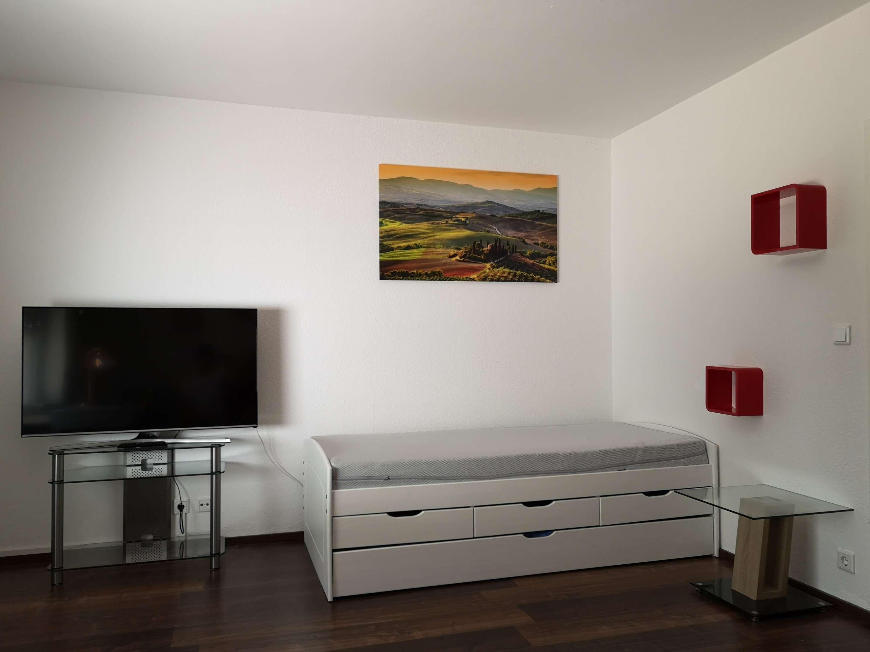 Nahe Siemens, MAN und Leistritz: Schöne, voll möblierte 1-Zimmer-Wohnung mit eigenem Garten
