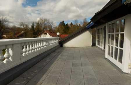 Traum in Weiß - Einzigartige 2,5-Zi.-Dachgeschoss-Galerie-Whg. mit über 37qm Sonnen-Dachterrasse in Gröbenzell