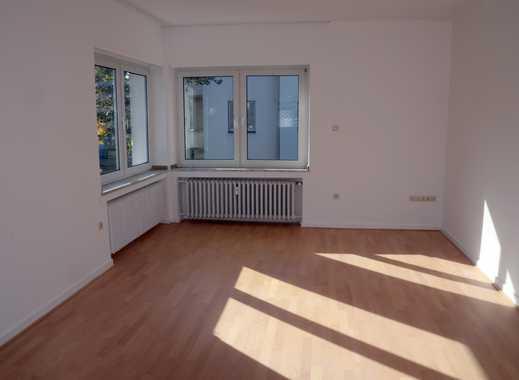 helle, vollständig renovierte 2,5-Zimmer-Wohnung mit Balkon, Nähe ElisabethKrhs/Huyssenstift