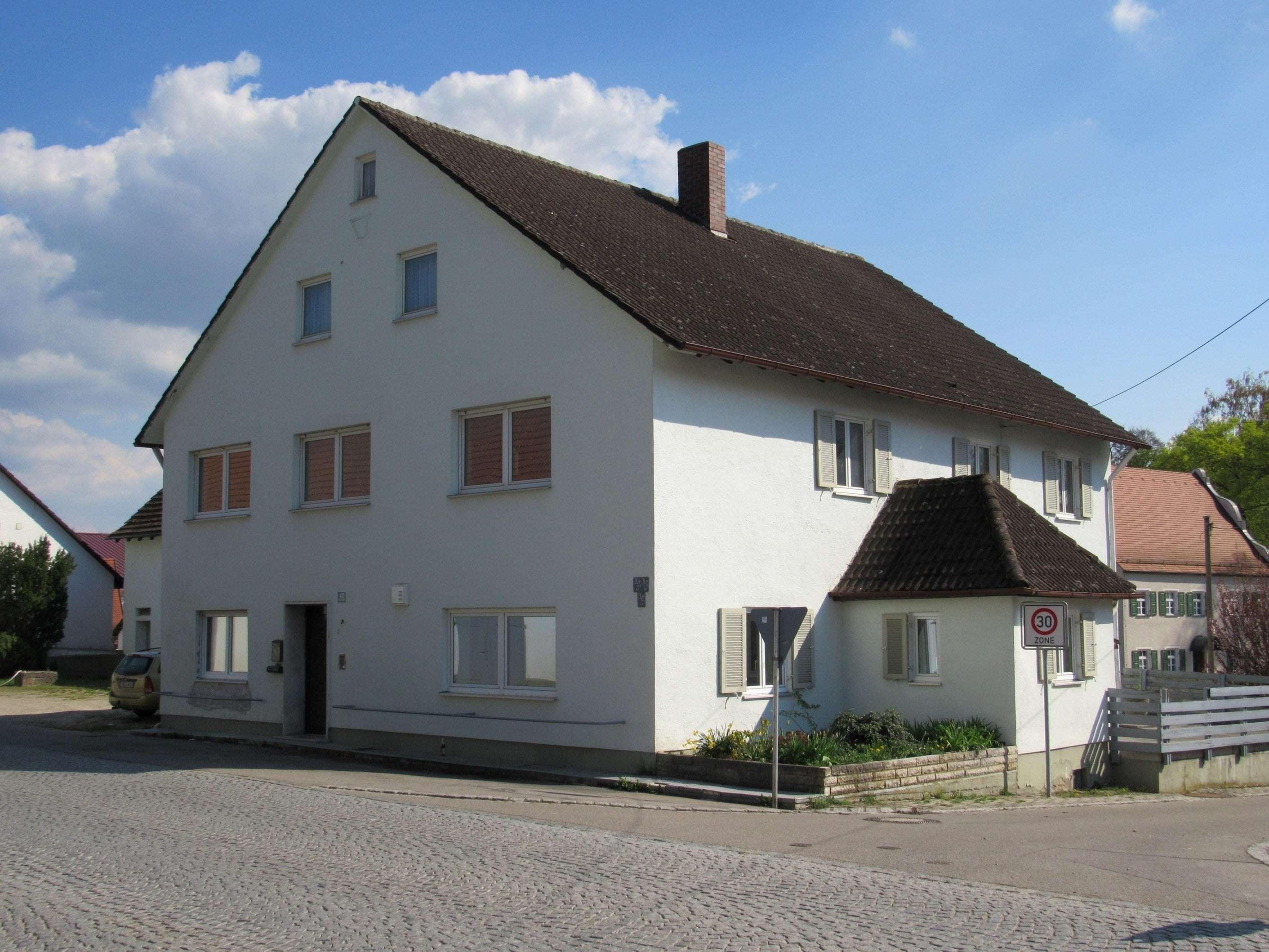 OG - gepflegte Wohnung mit Gartennutzung - Warmiete 750 € in