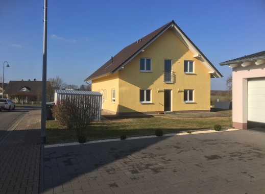 Neuwertige 4-Zimmer-Wohnung mit Balkon und Einbauküche in Lautzenhausen