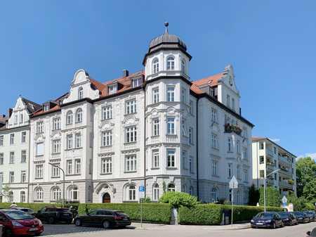 Herrschaftliche 5-Zimmer-Wohnung mit Balkon in Altbau von 1900 in Neuhausen (München)