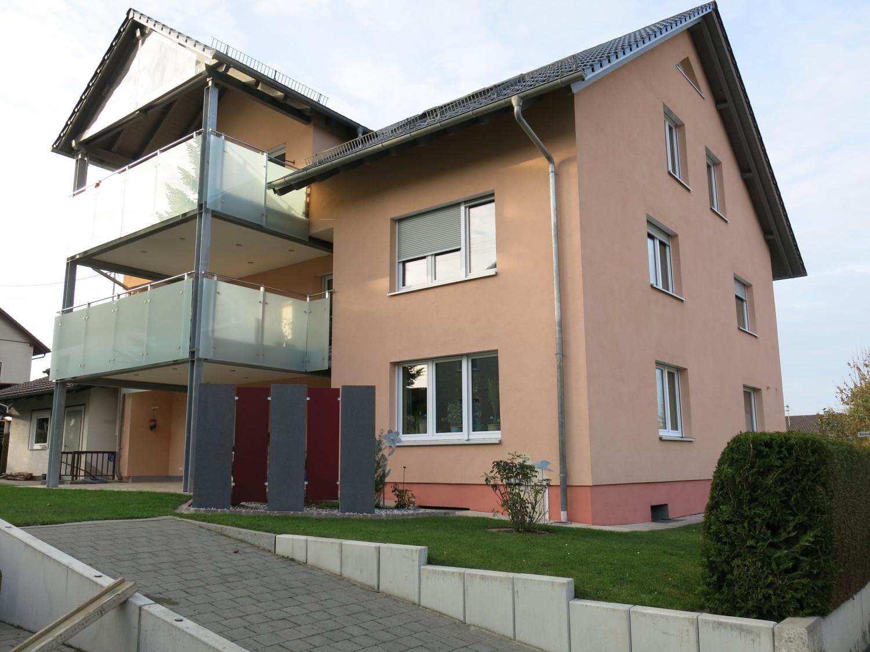 Lichtdurchflutete, ruhige 106 m² Dachwohnung,  3-Zi., Bad  + 46 m² Wohnessber. + gr. Balkon in Weißenhorn
