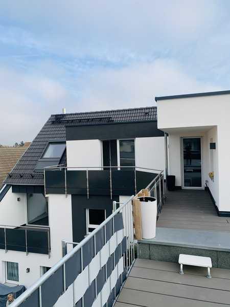 Erstbezug mit Balkon und Dachterrasse: stilvolle 4-Zimmer-Penthouse-Wohnung in Höchstadt in Höchstadt an der Aisch
