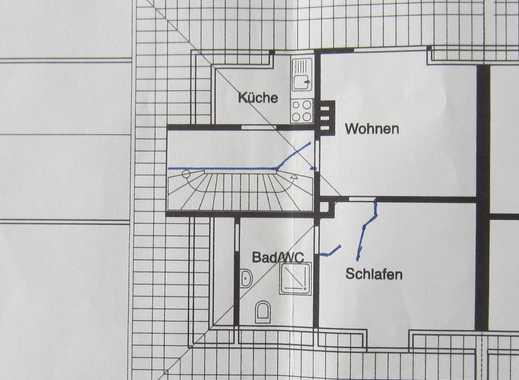 Gepflegte möbilierte 2-Zimmer-Dachgeschosswohnung mit kleiner Einbauküche in Mülheim an derRuhr