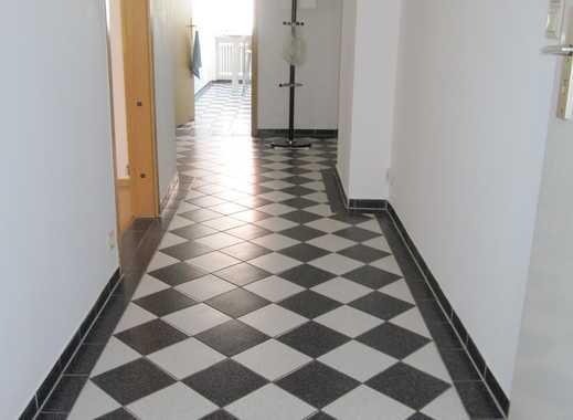 Breite Gasse. geräumige 2-ZW ca. 60 m², Laminatböden, 3.OG mit Aufzug