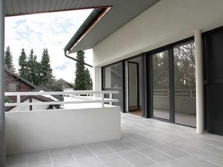 Traumhafte 2-Zimmer Dachgeschosswohnung mit sonniger Süd-West Terrasse in Brunnthal