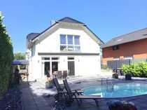 Bild Schickes freistehendes EFH mit Pool und exklusiver Ausstattung und mögl. Einliegerwohnung