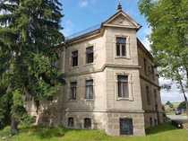 Villenartiges Wohnhaus Zwei-oder Dreifamilienhaus zwischen