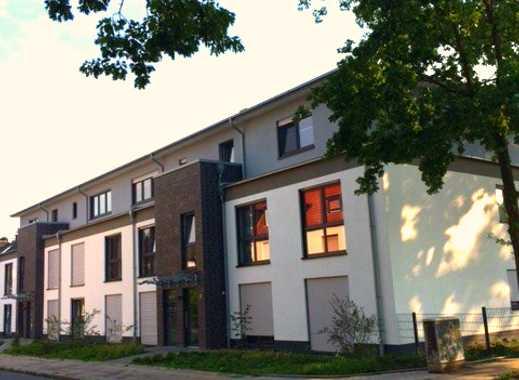 Moderne Neubauwohnung mit 3,5 Räumen, Terrasse, Garten & Garage