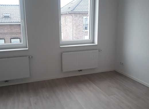 Erstbezug!  2-Zimmer- Wohnung mit französischen Balkonen,  großer Terrasse und Gartennutzung