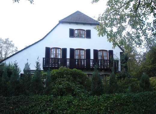 5-Zimmer-Wohnung mit Balkon und 2 Terrassen mitten in Bäumen