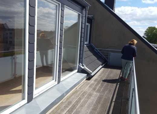 Vollständig renovierte 2,5-Zimmer-Dachgeschosswohnung mit Balkon und EBK in Mönchengladbach