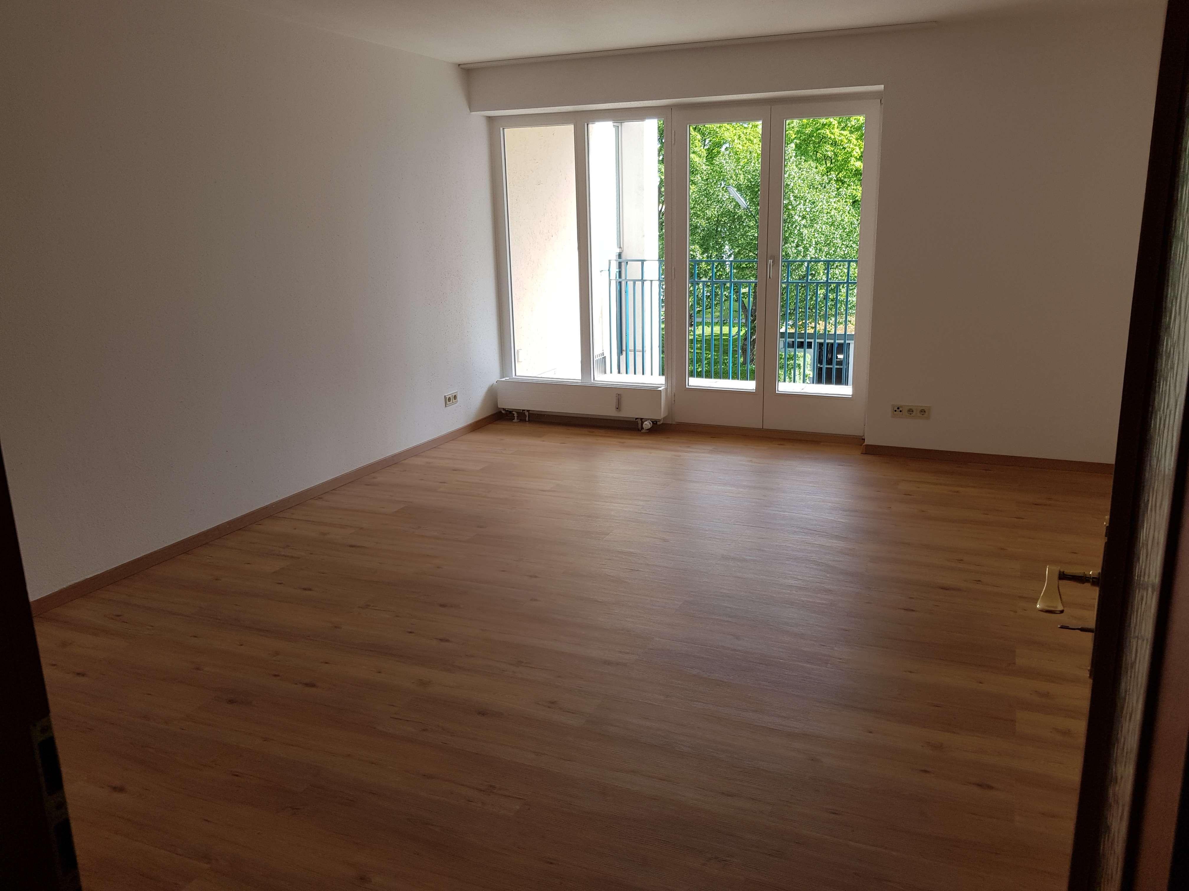 Stilvolle, sonnige 2-Zimmer-Wohnung mit Balkon und Einbauküche in Aubing, München