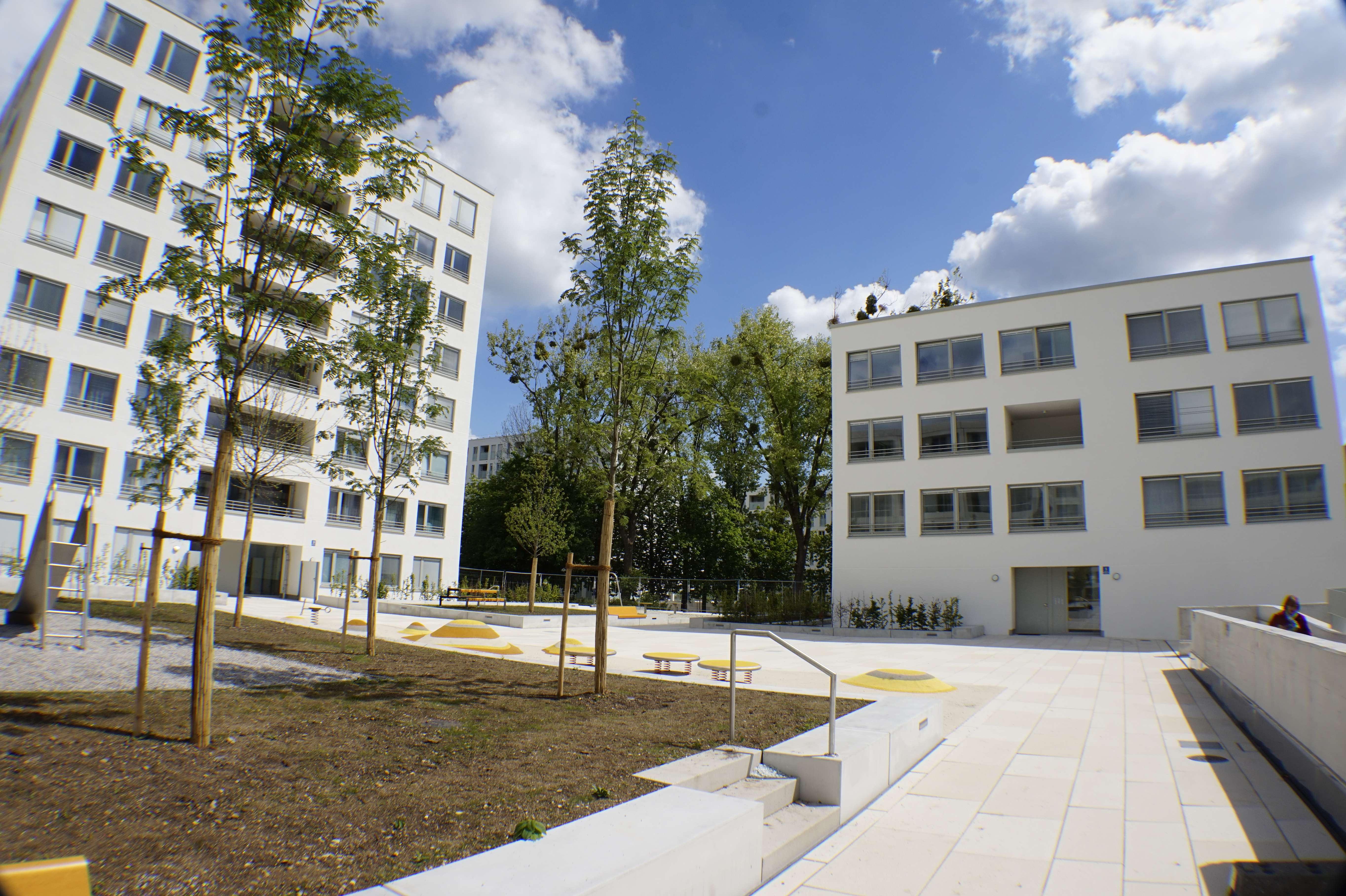 Erstbezug Maisonettewohnung mit Loggia: stilvolle 3-Zimmer-Wohnung in München-Allach
