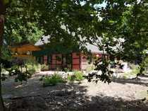 liebevoll saniertes Bauernhaus auf grossem