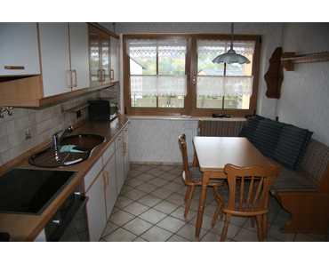 3-Zimmer-Wohn. plus Küche, gr. Essdiele u. Bad. Die Diele, das WZ ,SZ u. Küche sind vollmöbliert. Au in Rentweinsdorf