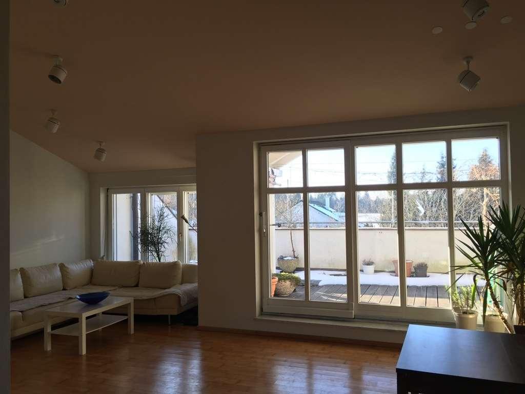 Schöne, geräumige drei Zimmer Wohnung mit großer Dachterrasse in Grünwald