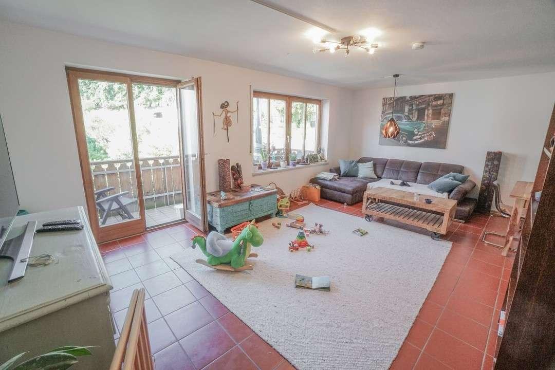 GRAFING / Zentral und dennoch ruhig gelegene 3-Zi.-Wohnung in beliebter Wohnlage in