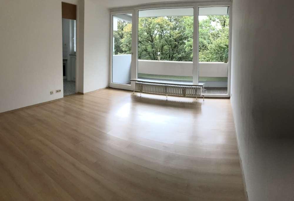 Attraktive, gut geschnittene und gepflegte 1-Zimmer-Wohnung mit Balkon und EBK in Perlach, München in Perlach (München)