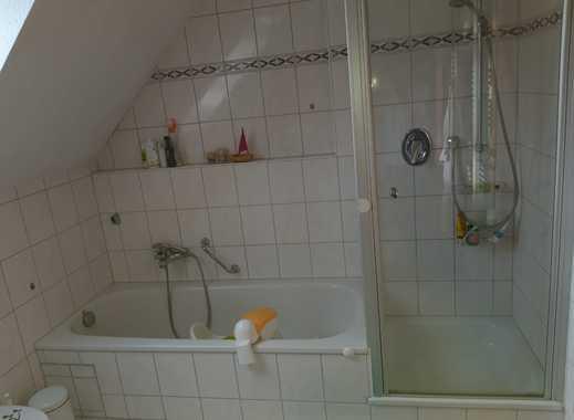 Gepflegte 4-Zimmer-Maisonette-Wohnung mit Balkon und Einbauküche in Ludwigsburg