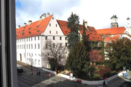 Erstbezug nach Renovierung: moderne, stilvolle Stadtwohnung mit wunderbarem Ausblick! in Memmingen-Innenstadt