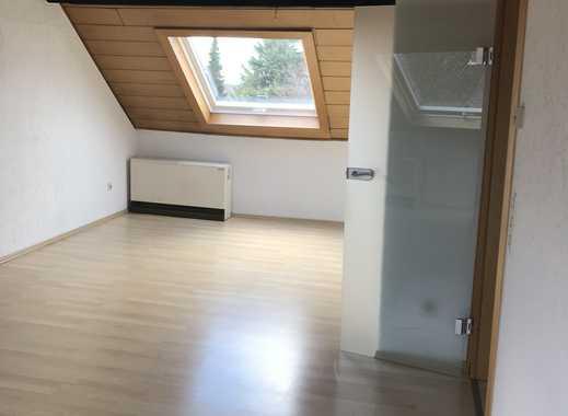 Preiswerte, gepflegte 2,5-Zimmer-Dachgeschosswohnung zur Miete in Mülheim