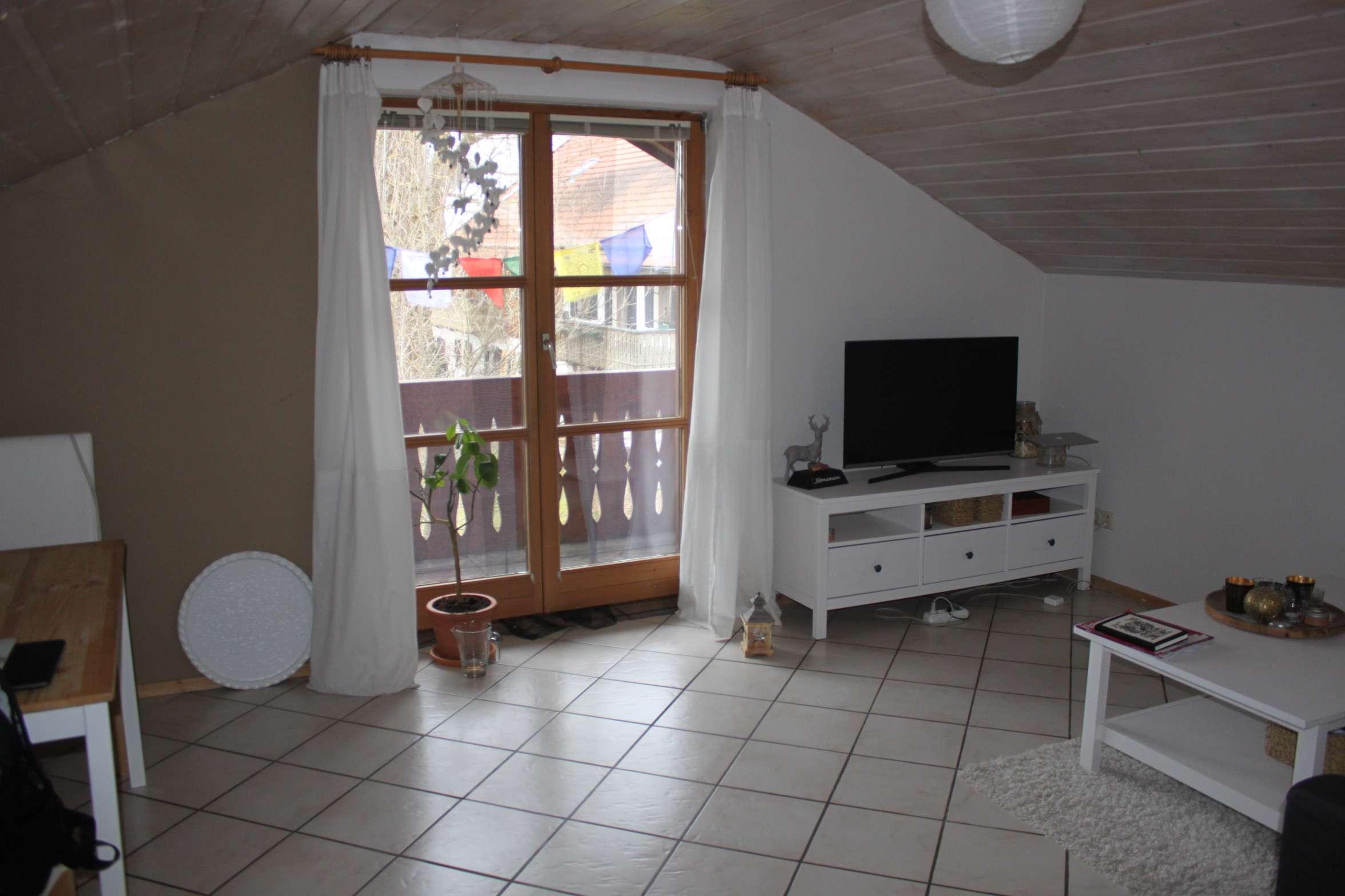 Schöne helle, gepflegte 2-Zimmer-DG-Wohnung mit Balkon und Einbauküche in Penzberg in Penzberg