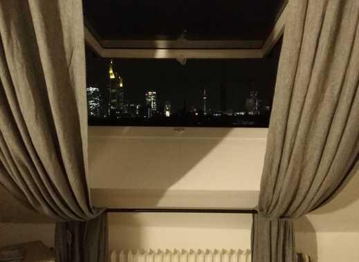 Möbiliertes großes geräumiges Zimmer mit eigenem Bad und Skyline-Blick in einer 4er WG in Sachsenhau