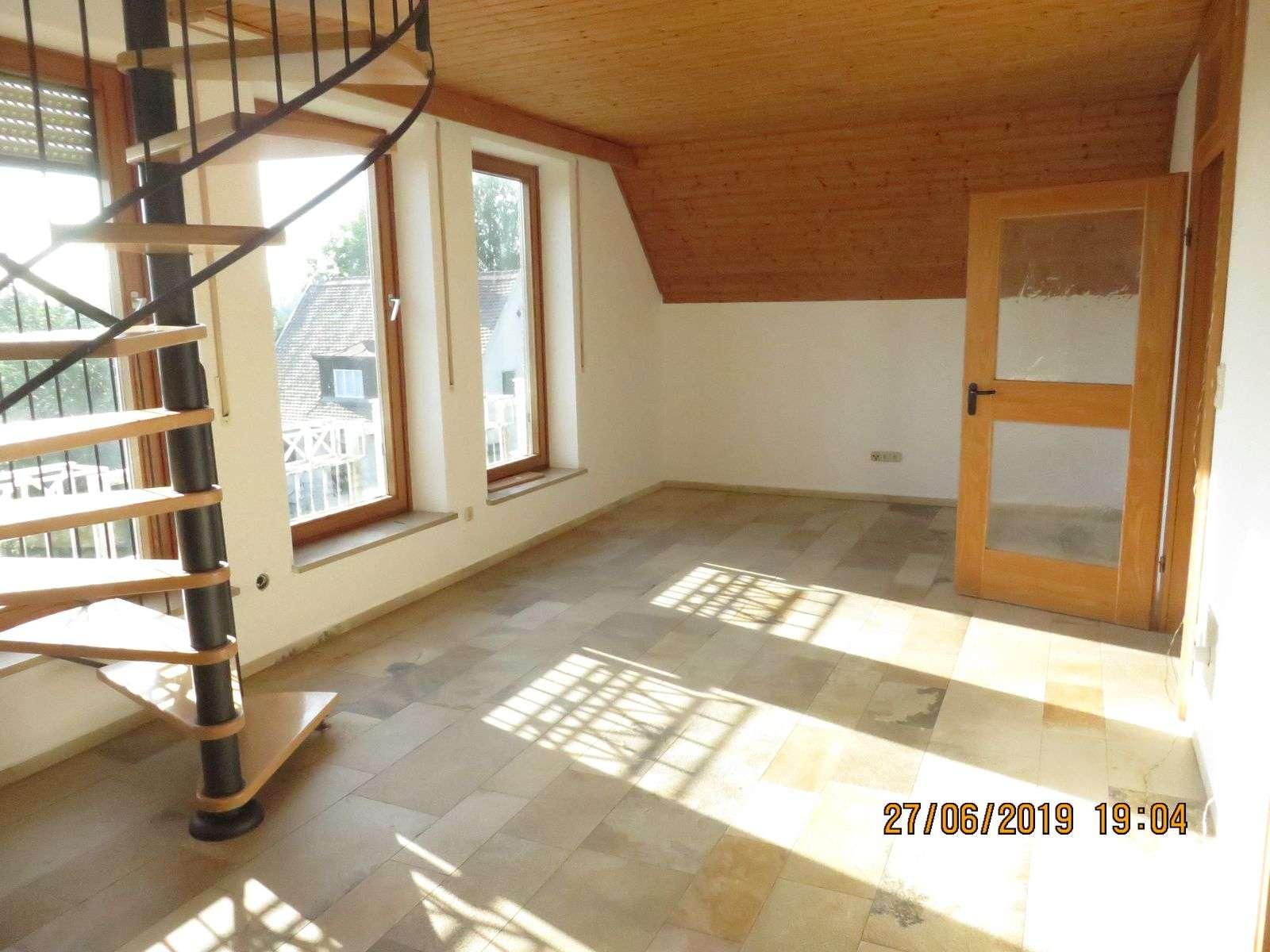 Schöne helle 3,5 ZKB auf 2 Ebenen mit 107m² Nutzfläche und Fußbodenheizung zentral in Gessertshausen