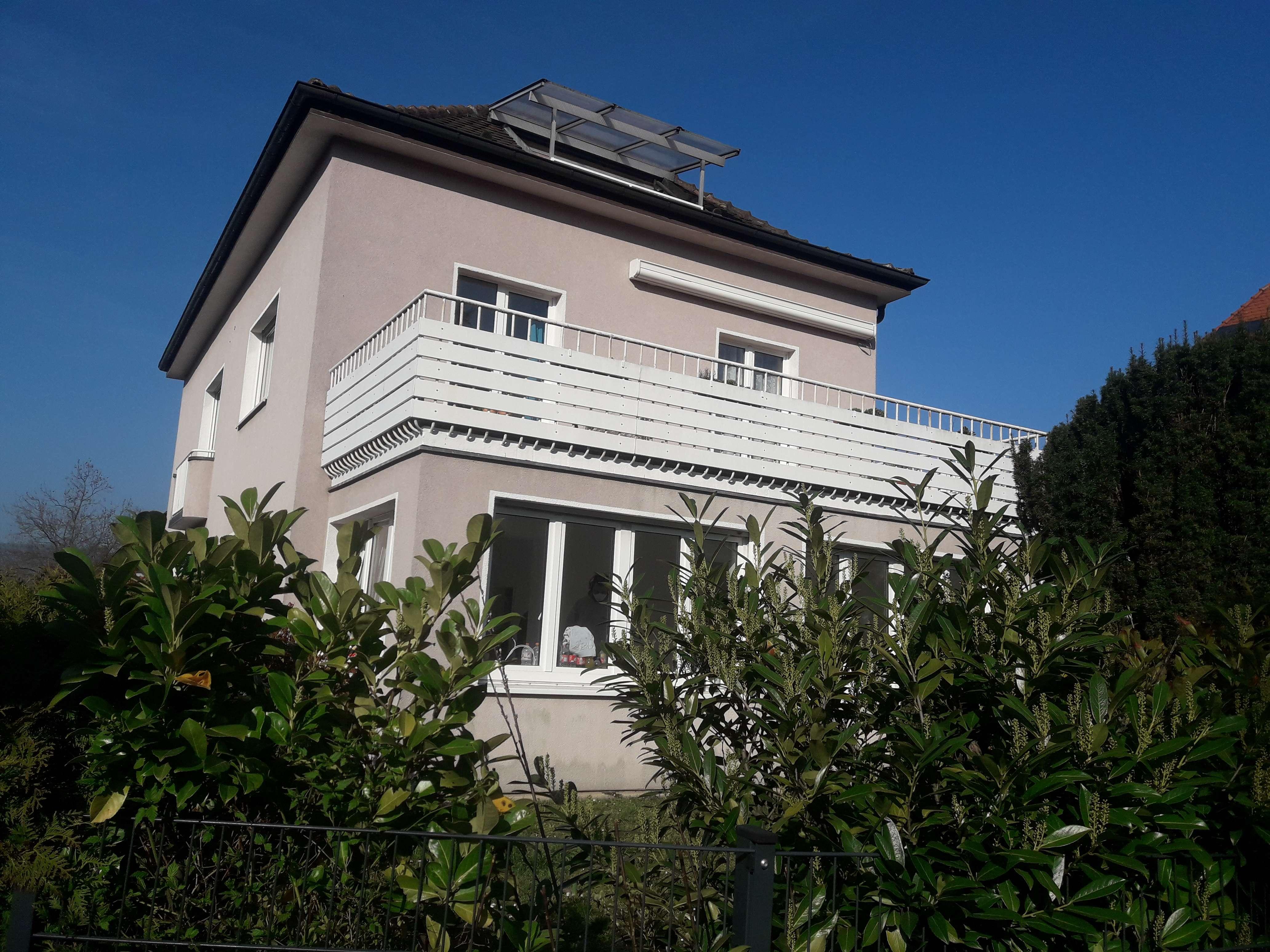 Vollständig renovierte EG-Wohnung mit dreieinhalb Zimmern und Balkon in Würzburg in