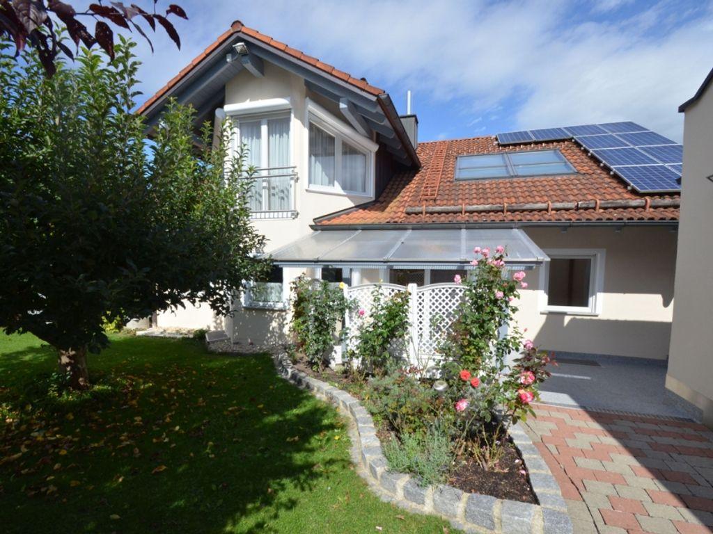 Ein echter Hingucker - Haus mit ausgebautem Dachgeschoss ...