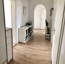Großzügige modernisierte 3 ZKB Altbau-Wohnung