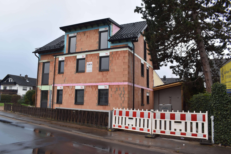 Attraktive 5-Zimmer-Wohnung 1. Stock und Dachgeschoß in Aschaffenburg-Obernau in Obernau