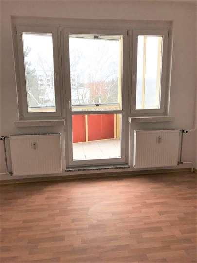 2-RW mit verglastem Balkon in Borna Ost