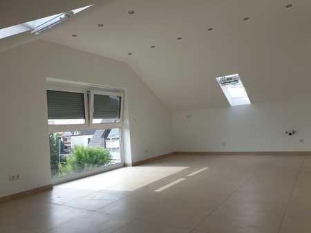 Erstbezug: schöne 3-Zimmer-Dachgeschosswohnung mit gehobener Innenausstattung in Königsbrunn Mitte in Königsbrunn