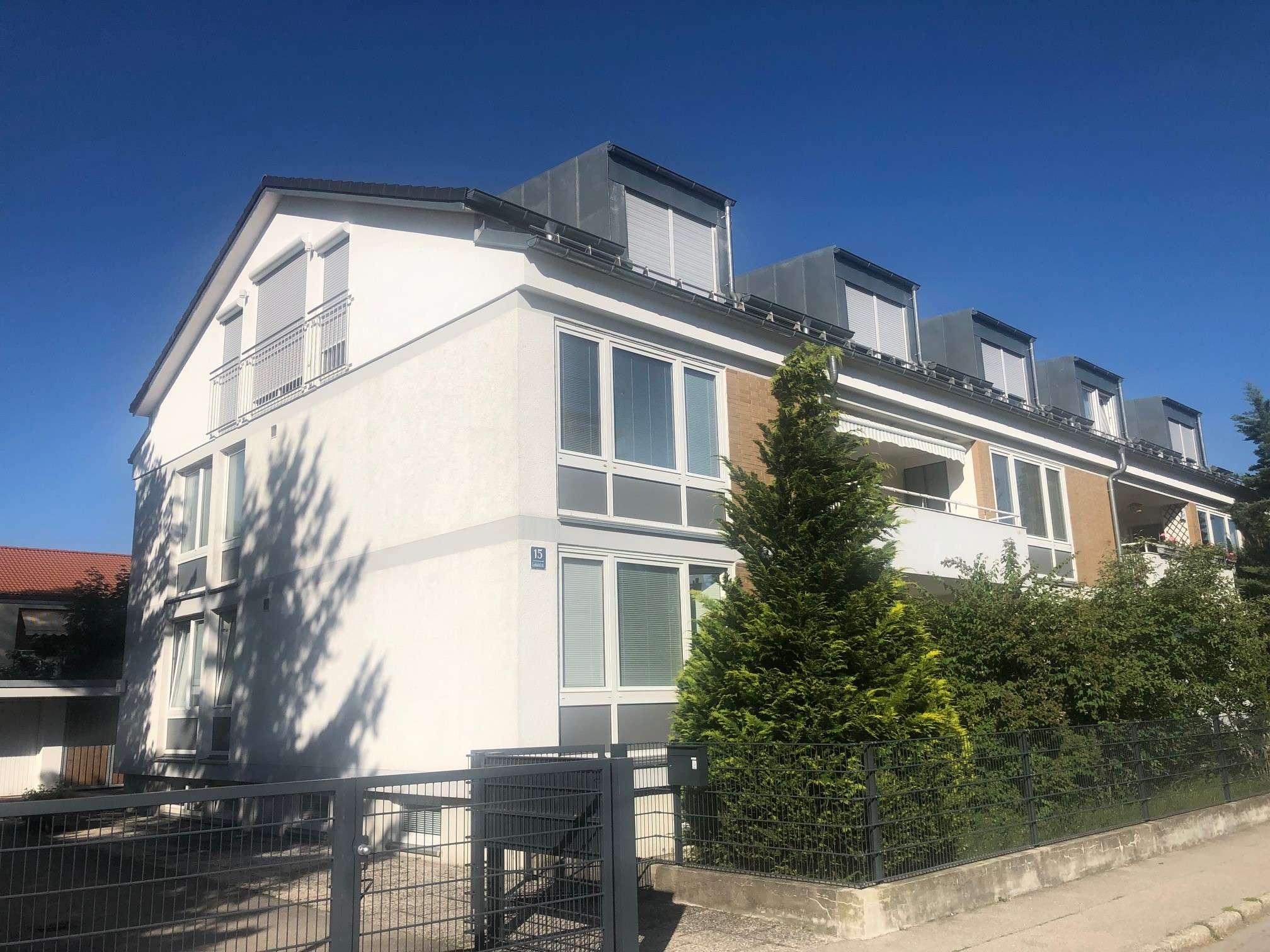 Sehr schöne und helle Luxus- DG Wohnung inkl.neue Küche, 3,5 Zimmer in Krailling (Starnberg)
