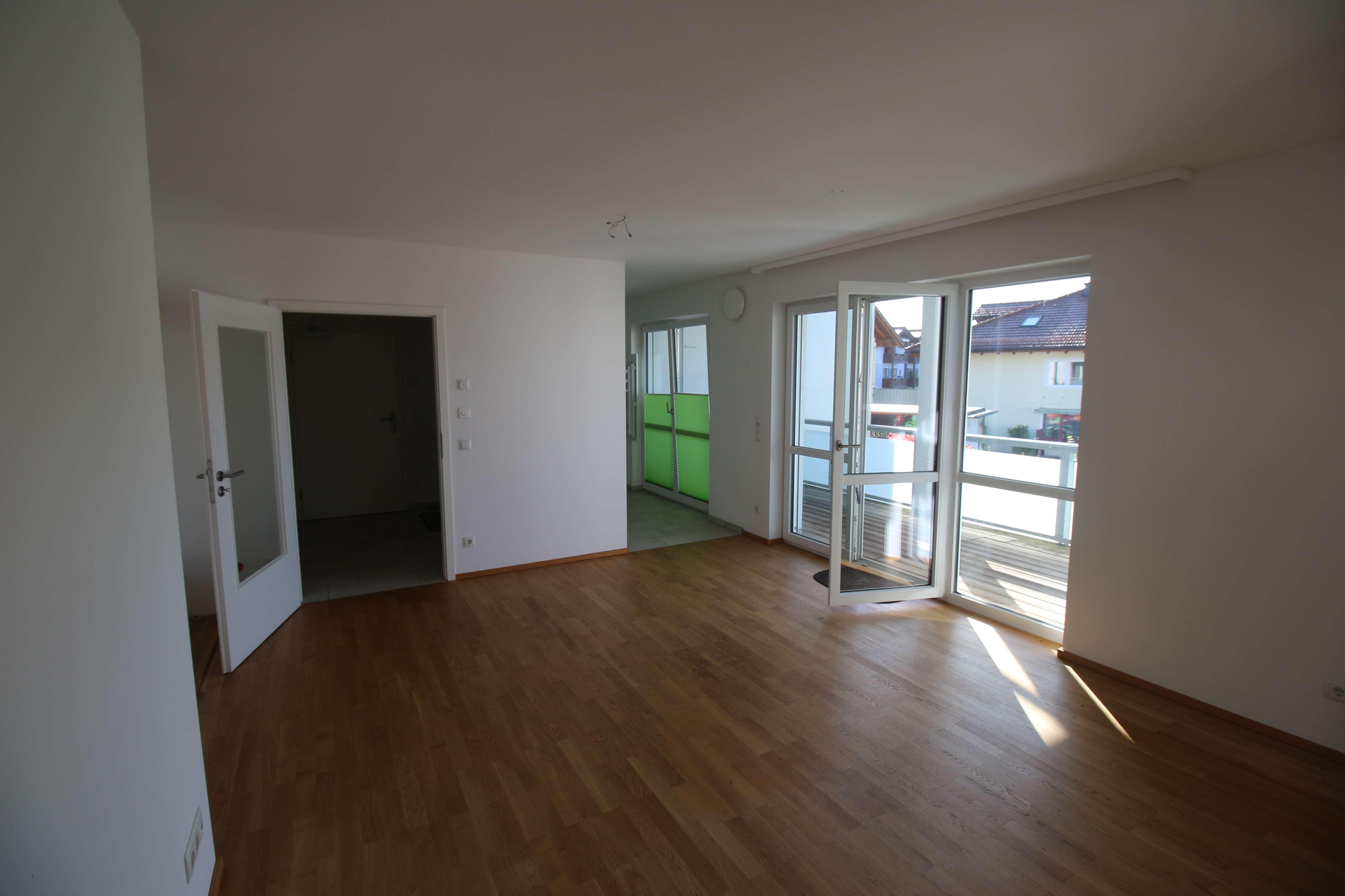 Helle 3-Zimmer Wohnung mit Balkon zu vermieten! in Prien am Chiemsee