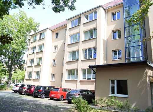 Helle 2- Zimmer Wohnung mit Laminat, offene Küche, Dusche, Lift und grünem Hinterhof