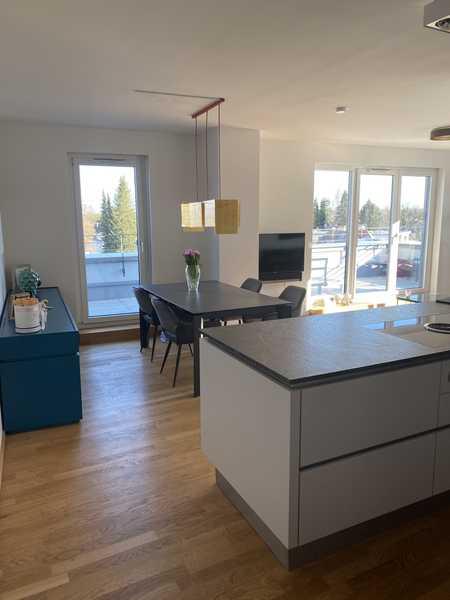 Neuwertige Penthouse-Wohnung mit Alpenblick in Moosach