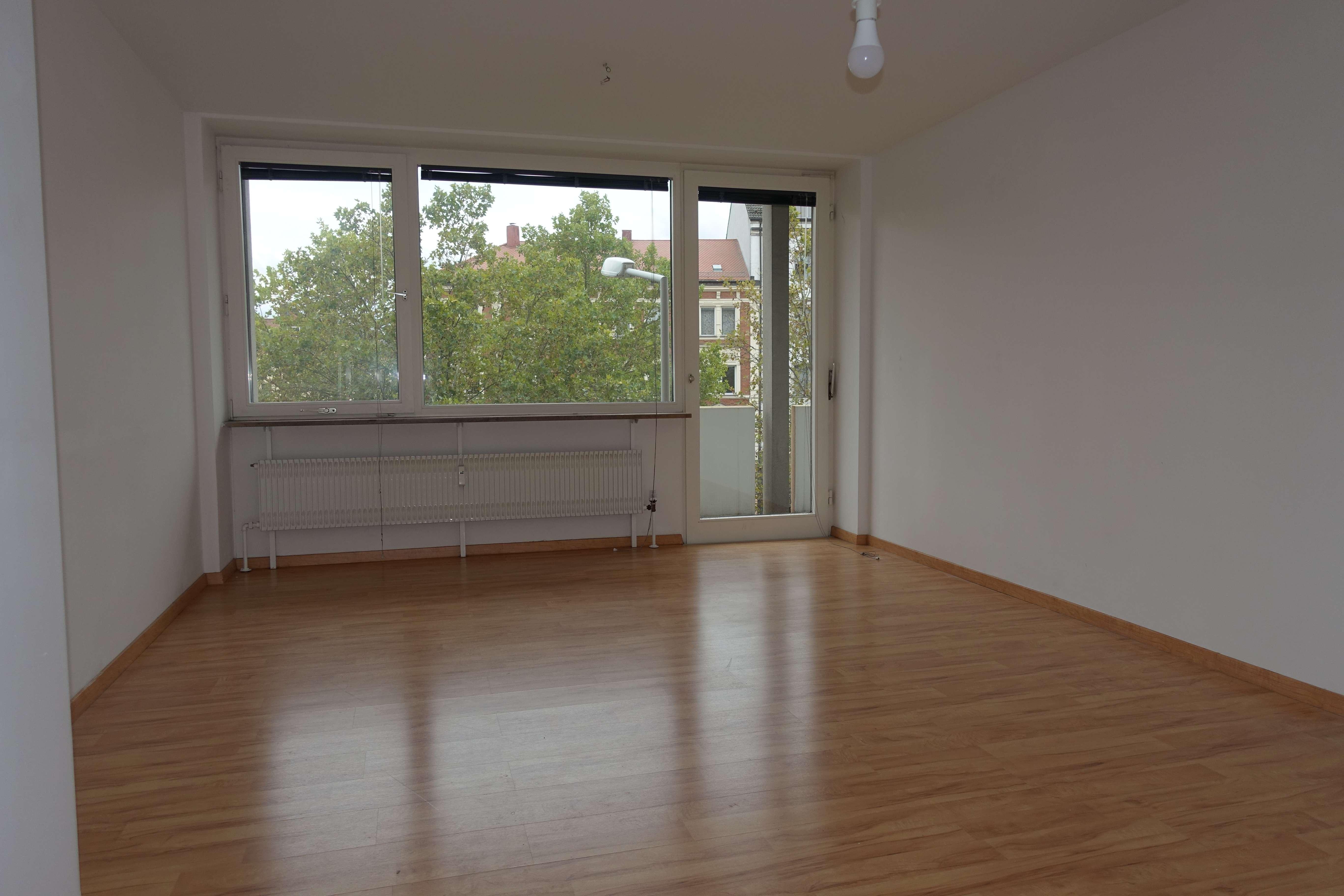 Renovierte 2-Zimmerwohnung mit EBK und Balkon in