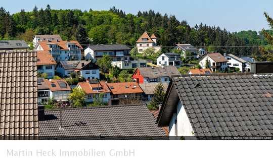 Gepflegtes, freistehendes Ein- Zweifamilienhaus in Höhenlage!