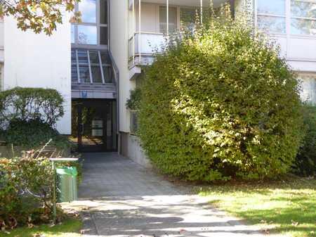 Möblierte, ruhige 3-Zimmer-Wohnung im Arabellapark in Bogenhausen (München)